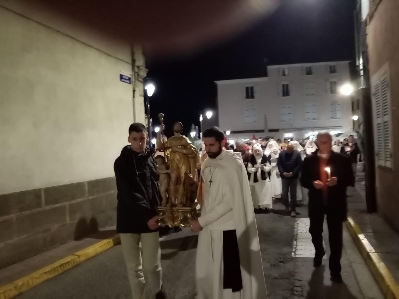 procession01